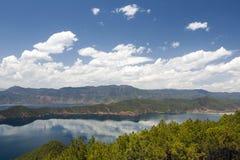 Lago Lugu nel Yunnan, Cina Fotografie Stock Libere da Diritti