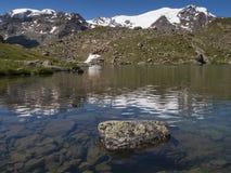 Lago Lungo con il supporto Cevedale Fotografie Stock