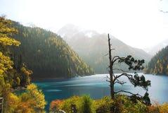 Lago lungo di Jiuzhaigou in autunno Fotografie Stock