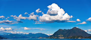 Lago Maggiore e cumes suíços Fotografia de Stock Royalty Free