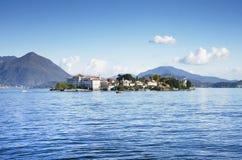 Lago Maggiore e Isola Bella visto de la orilla de la ciudad de Stresa, Lago Maggiore Imágenes de archivo libres de regalías