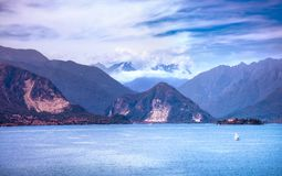 Lago Maggiore e mountein di Monte Rosa Weissmies Alps, torta di Stresa Fotografie Stock