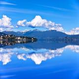 Lago Maggiore ed alpi svizzere Immagini Stock