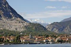 Lago Maggiore, Italien - landskap runt om sjön royaltyfria foton