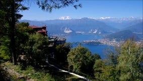 Lago Maggiore och fjällängar i Italien arkivfilmer