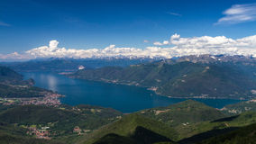 Lago Maggiore según lo visto de Monte Lema foto de archivo