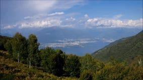 Lago Maggiore und Alpen in Italien stock footage