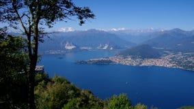 Lago Maggiore und Alpen in Italien vom Berg Mottarone stock footage