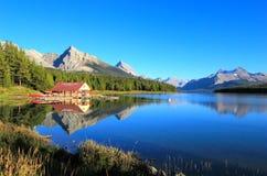Lago Maligne en el parque nacional de jaspe, Alberta, Canadá