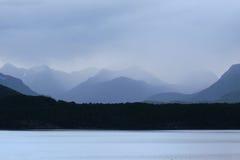 Lago Manapouri nella pioggia Immagini Stock Libere da Diritti