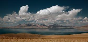 Lago manasarovar con la nube ed il cielo nel Tibet Fotografia Stock