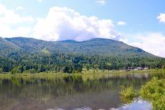 Lago Manzherok nelle montagne di Altai Fotografia Stock Libera da Diritti