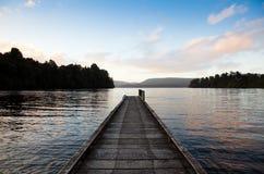 Lago Mapourika, Nueva Zelandia Imágenes de archivo libres de regalías