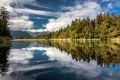 Lago Matheson, isola del sud, Nuova Zelanda Immagini Stock Libere da Diritti