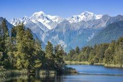 Lago Matheson new Zealand y cocinero del montaje Foto de archivo libre de regalías