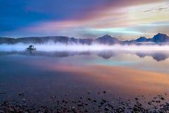 LAGO MCDONALD, MONTANA/USA - 21 DE SETEMBRO: Barcos amarrados no lago Imagens de Stock