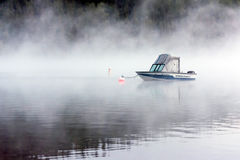 LAGO MCDONALD, MONTANA/USA - 21 SETTEMBRE: Barche attraccate in lago Immagini Stock