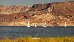Lago Mead Recreation Area Boaters Sail wind del paseo de los veleros almacen de metraje de vídeo