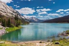 Lago medicine, Alberta, Canadá imágenes de archivo libres de regalías