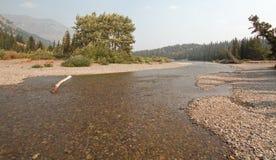 Lago medicines da parte superior dois no parque nacional de geleira durante os 2017 incêndios florestais da queda em Montana EUA imagens de stock