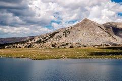 Lago medio Gaylor, parque nacional de Yosemite Foto de archivo