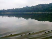 Lago Menjer situado na cidade de Wonosobo em Java Indonesian central fotografia de stock royalty free