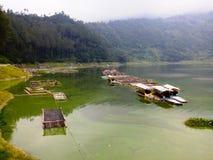 Lago Menjer situado na cidade de Wonosobo em Java Indonesian central imagem de stock