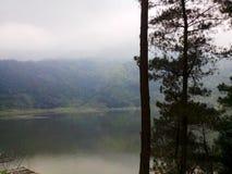 Lago Menjer situado na cidade de Wonosobo em Java Indonesian central imagem de stock royalty free