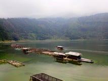 Lago Menjer situato alla città di Wonosobo su Java Indonesian centrale immagine stock