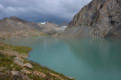 Lago meraviglioso del paesaggio della montagna, altopiano, picco Immagini Stock Libere da Diritti