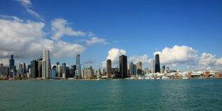 Lago Michigan e skyline de Chicago Imagens de Stock Royalty Free