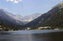 Lago mills en parque nacional de la montaña rocosa Imagenes de archivo