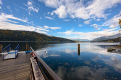 Lago Millstatt nella caduta Millstatt vede, l'Austria Immagine Stock Libera da Diritti