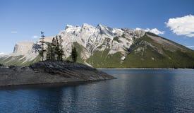 Lago Minnewanka Immagini Stock