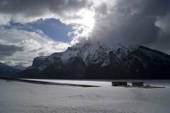 Lago Minnewanka Fotos de archivo libres de regalías