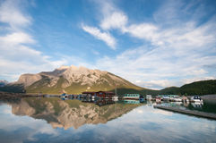 Lago Minnewanka Immagini Stock Libere da Diritti