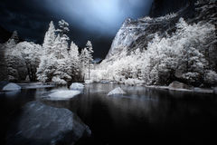 Lago mirror, infrarrojo Imágenes de archivo libres de regalías