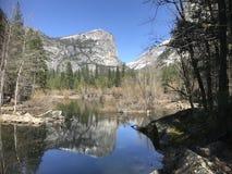 Lago mirror nella sosta nazionale del Yosemite Immagine Stock Libera da Diritti