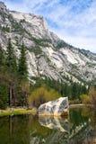 Lago mirror nella sosta nazionale del Yosemite Immagini Stock