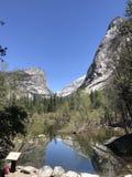 Lago mirror no parque nacional de Yosemite foto de stock