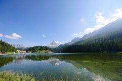 Lago Misurina e Tre CIME di Lavaredo - dolomites Imagens de Stock