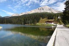 Lago Misurina em dolomites da montanha de Itália Fotografia de Stock Royalty Free