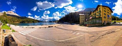 Lago Misurina nella vista panoramica delle alpi di Dolomiti Fotografia Stock
