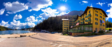 Lago Misurina nella vista panoramica delle alpi di Dolomiti Fotografia Stock Libera da Diritti