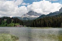 Lago Misurina: Paesaggio italiano delle alpi delle dolomia Fotografia Stock Libera da Diritti