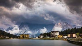 Lago Misurina, scena pittoresca di pomeriggio in Tre Cime Di La Immagini Stock Libere da Diritti