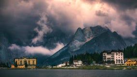 Lago Misurina, scena pittoresca di pomeriggio in Tre Cime Di La Fotografia Stock Libera da Diritti