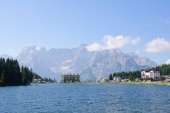 Lago Misurina y Sorapiss - dolomías, Italia Imagen de archivo libre de regalías
