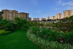 Lago moderno apartment do jardim Imagens de Stock