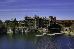 Lago Mohonk y casa de la montaña Foto de archivo libre de regalías